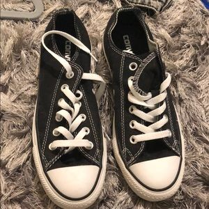 Black low top converse NEVER WORN!!!!!